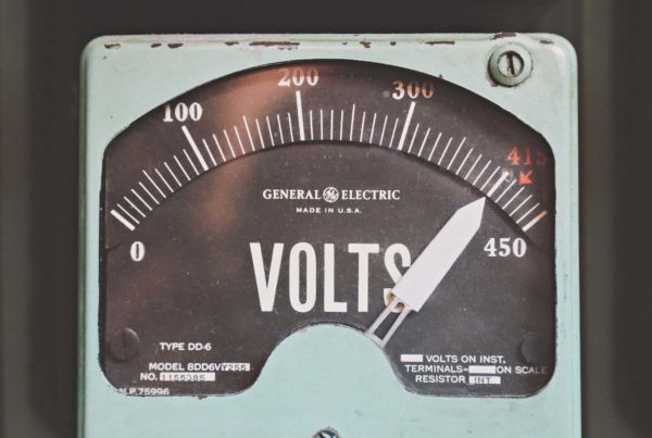 blue electric meter showing 400 volts, electric golf carts